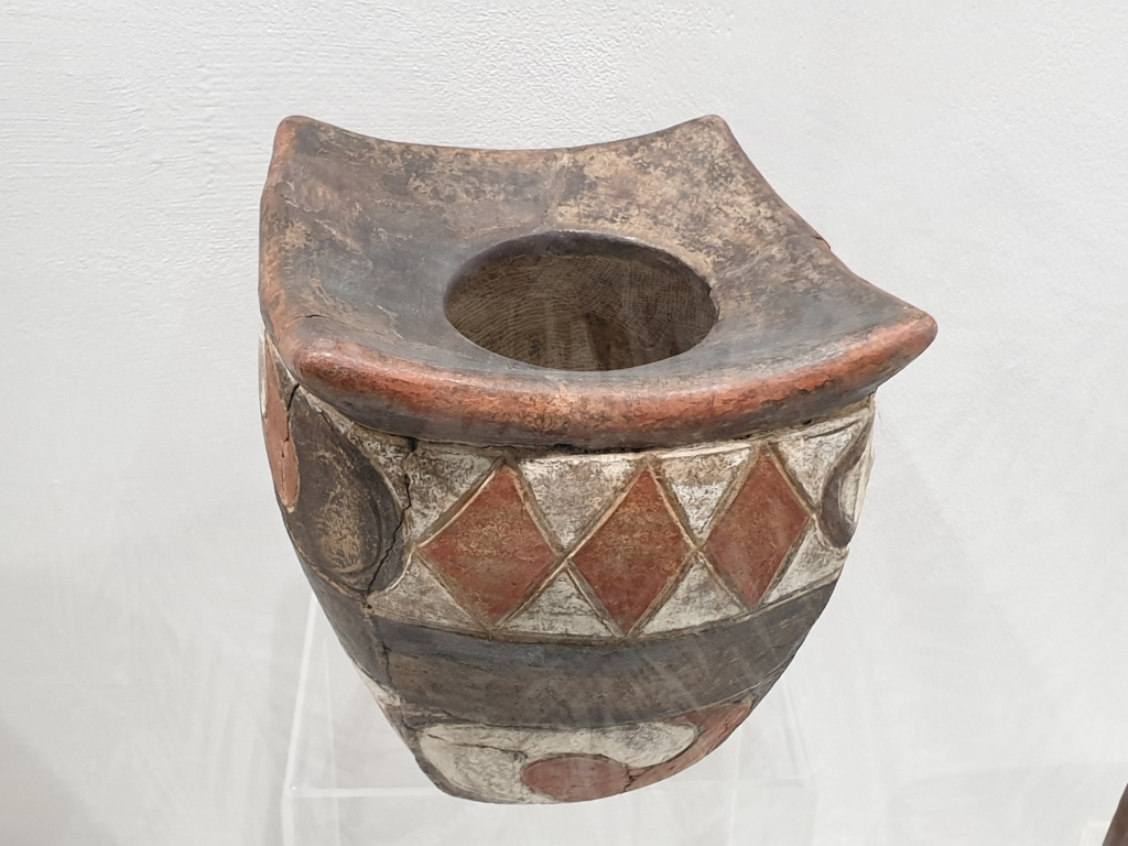6000 years old ceramic pot