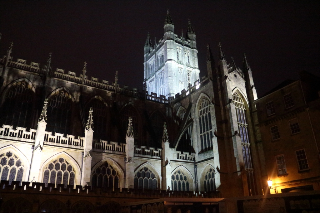 Bath's Cathedral at night