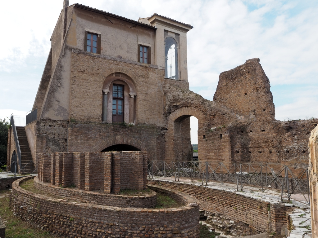 That;s how some grands used to live at the Roman Forum