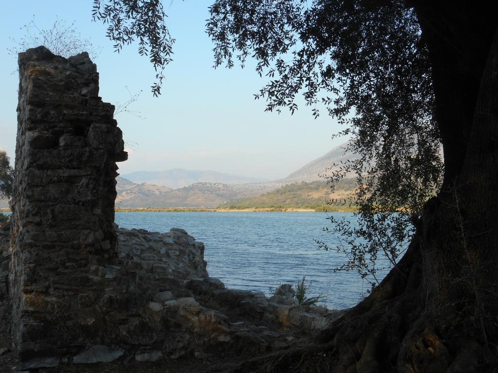Изглед от Национален парк Бутринт